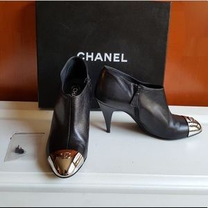 🆕 HOST PICK !!!!!Chanel CC silver cap toe booties